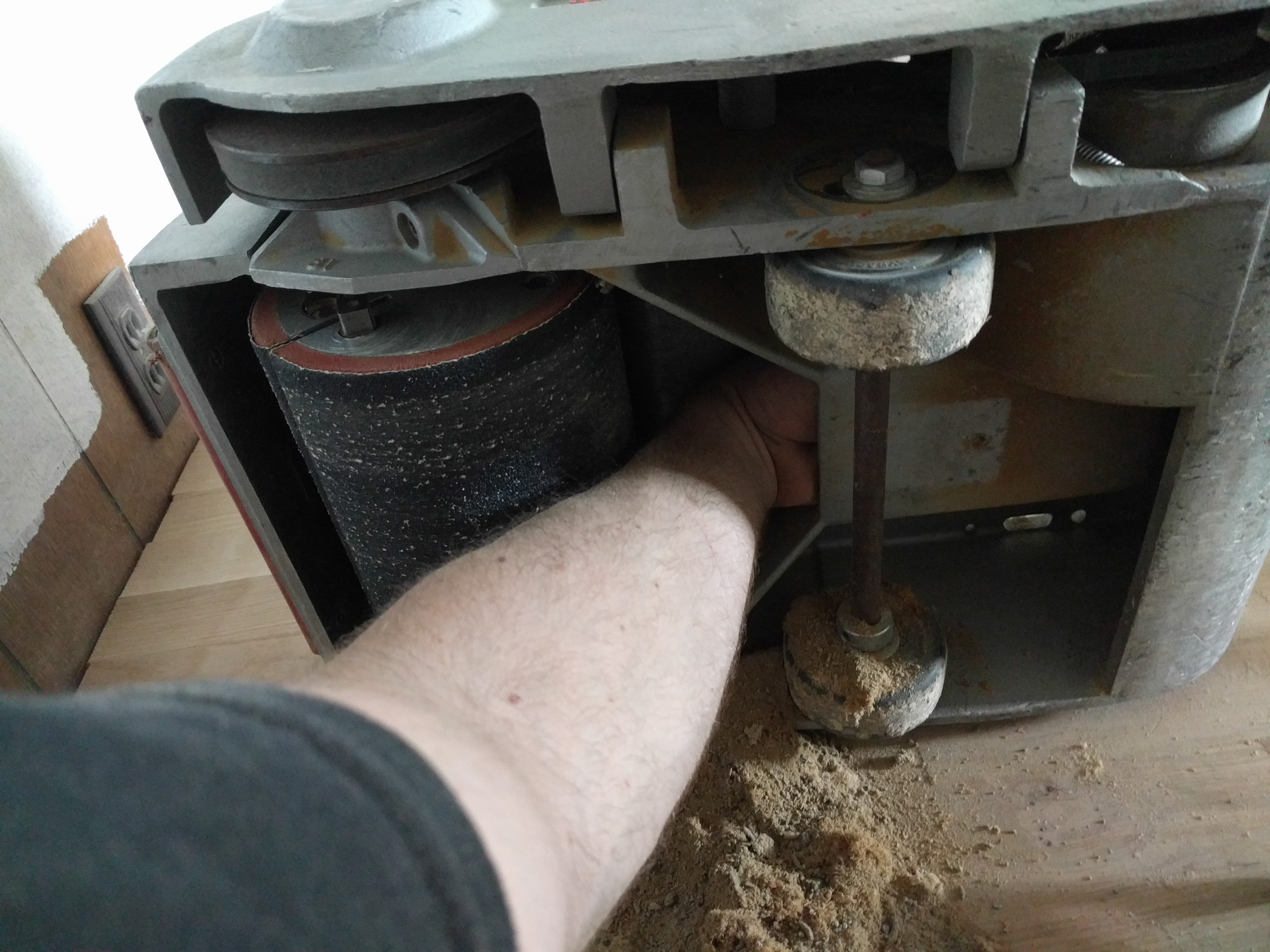 Cleaning the sander (Previous renter didn't)